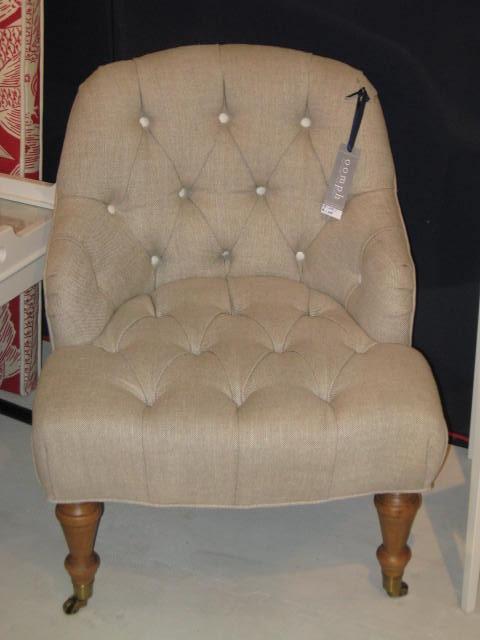 Oomph linen chair